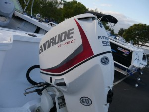 QUINTREX 490 FISHABOUT DLX - RUNABOUT (SUPER SPECIAL)