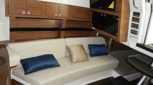 Boston Whaler 345 Pilothouse