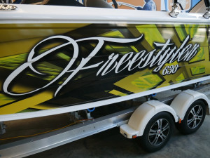 QUINTREX 630 FREESTYLER - BOW RIDER