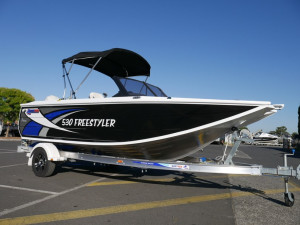 QUINTREX 530 FREESTYLER - BOW RIDER