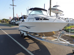 This New QUINTREX 610 TRIDENT  F150 HP Pack 4