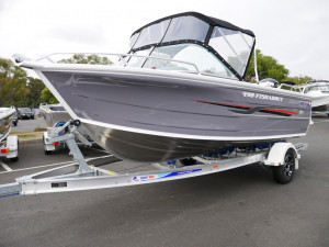 QUINTREX 490 FISHABOUT DLX - RUNABOUT