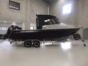 Bar Crusher 780HTP Plate Aluminium Hard Top Pilothouse