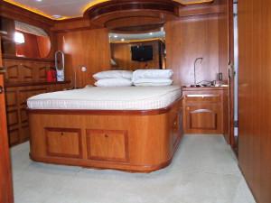2006 President 650 Pilot house