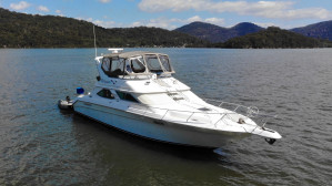 Sea Ray 440 Express Bridge