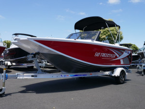 QUINTREX 510 FREESTYLER - BOW RIDER