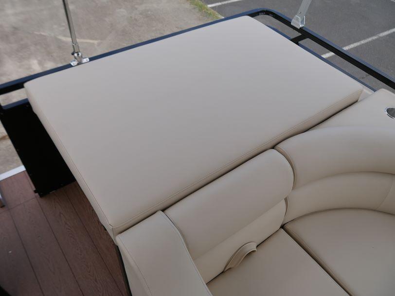 GR Platinum Series 1900 - Pontoon Boat
