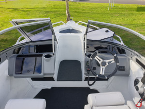 519 Seamaster Stacer, Alluminum trailer and 90hp Mercury 4 stroke