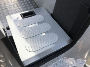 7600 YELLOWFIN  CENTRE CONSOLE 225HP PACK 2