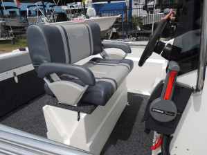 POLYCRAFT 530 Centre Console  powered by a  F130 HP   PACK 3