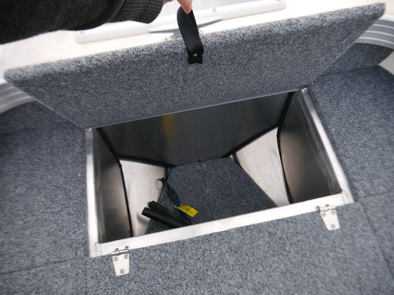 Quintrex 420 Renegade - Side Console