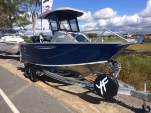 5800 Yellowfin Centre Cabin Pack 4
