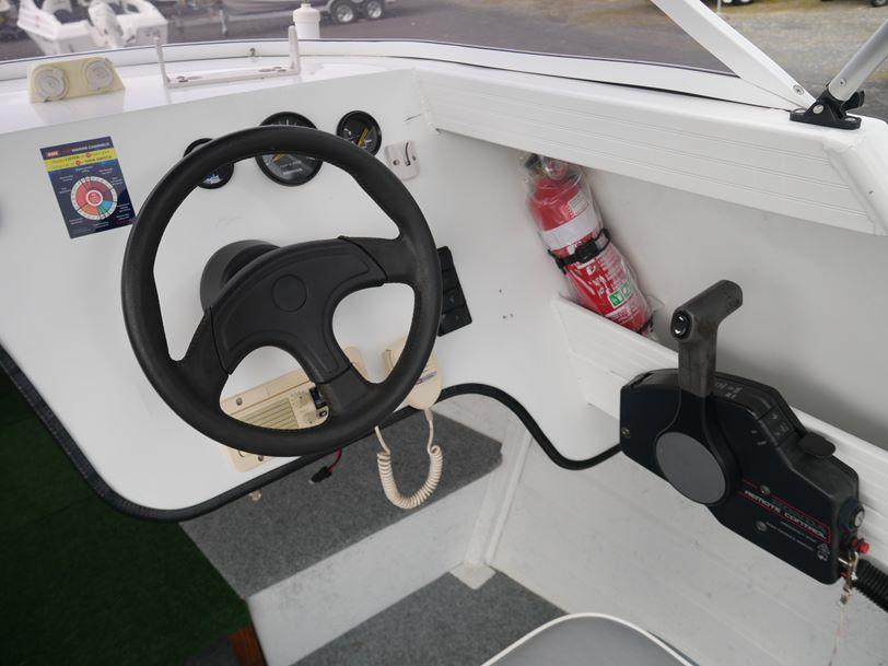 Stacer 525 SeaRunner Cabin Boat