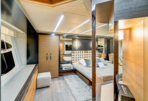 2012 Pershing 92 Yacht