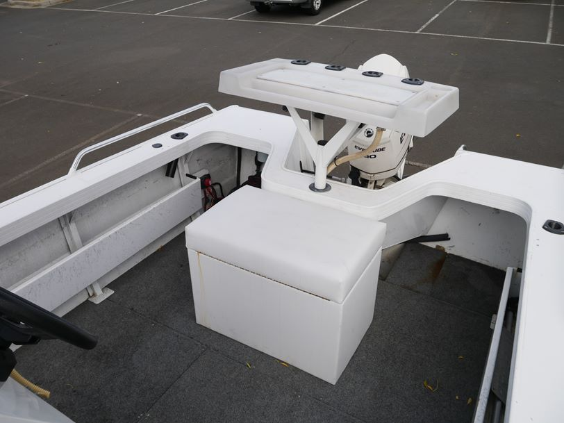 Quintrex 520 Renegade Centre Console