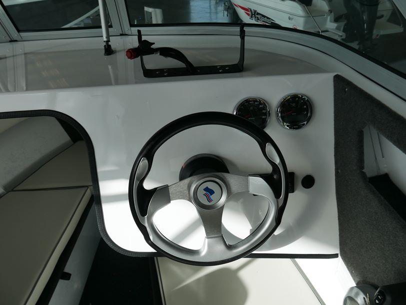 Quintrex 590 Sea Spirit - Cabin Boat