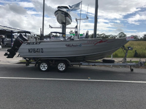 USED 2002 McLAY 600 CENTRE CONSOLE WITH 2012 SUZUKI FOURSTROKE WITH VERY LOW HOURS