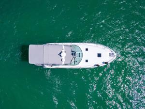 Sea Ray 355 Sundancer SHAFT DRIVE