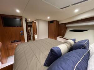 Riviera 6000 Sports Yacht 2015