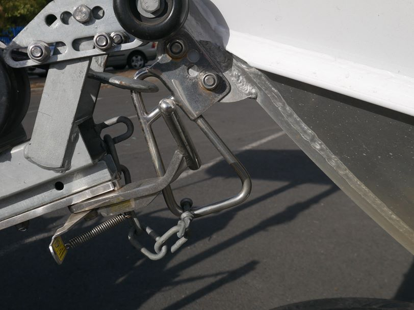 Stacer 429 Outlaw - Side Console