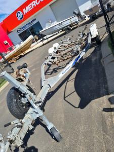 Dunbier trailer suites upto 6.1m boat 2t rated
