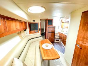 2004 Riviera M430 Sports Cruiser
