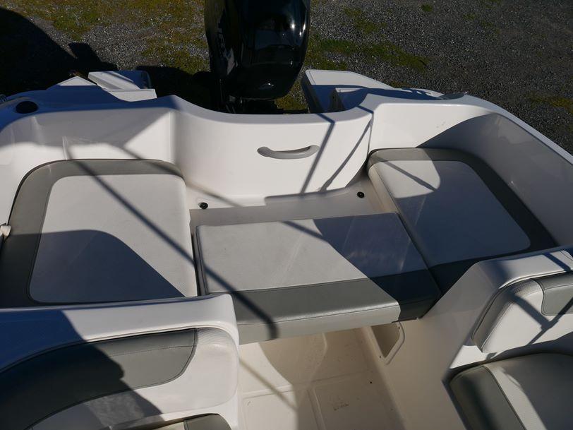Bayliner 6155 Element - Bow Rider