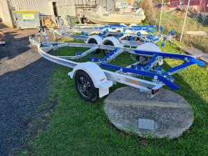 4.9m to 5.3m alloy Move boat trailer