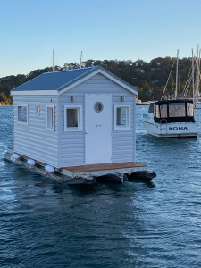 Tiny Houseboat 6.9m