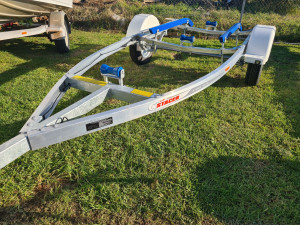 Alloy trailer to suite 4-4.4m dinghy hull