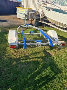 Alloy trailer to suite 3.5m-4m dinghy hull