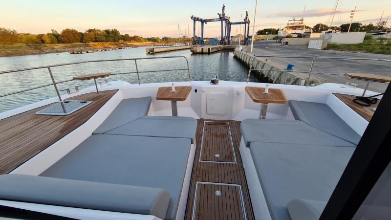Aventura 14 Power Catamaran