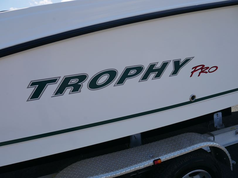 Trophy Pro 2302 Walk Around - 2005 Model