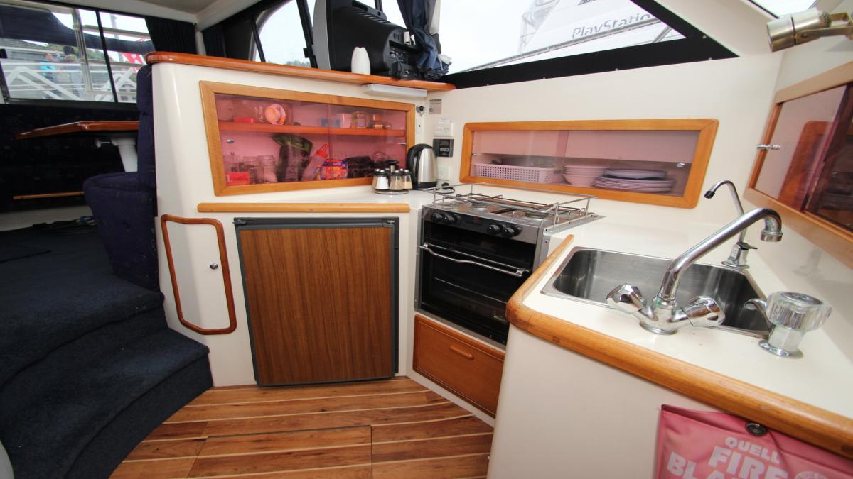 Riviera 33 Flybridge Sport Fisher 1994 Model